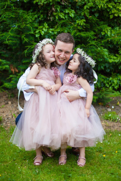 flowergirls and groom